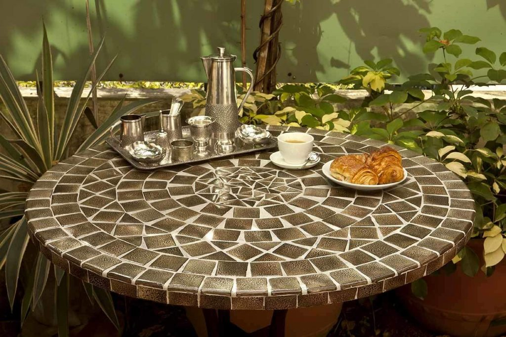 Table mosaique ronde brun cosmique